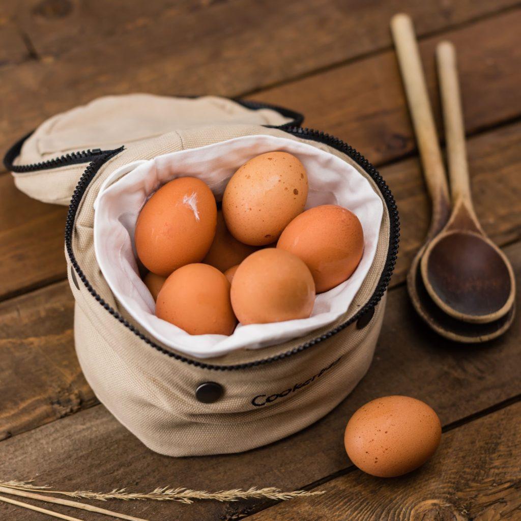 Домашние яйца в сумке.
