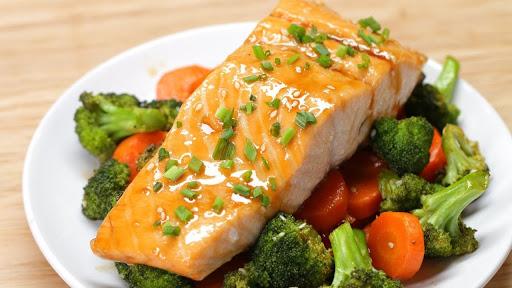 Нежный рыбный стэйк с овощами.